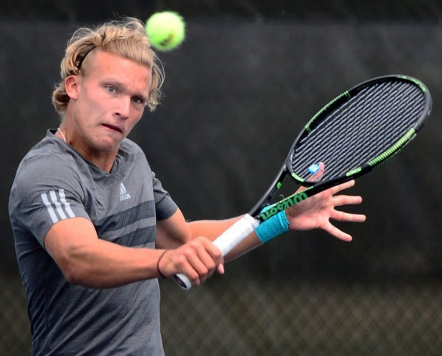 Santtu Leskinen (pictured above in this season's Georgia Tech Invitational) led the Seahawks to a 12-9 team record in 2016 to go along with his 11-8 singles record.