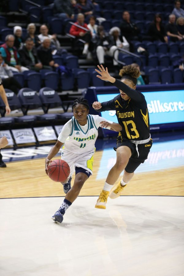 Jasmine Steele, 11, drives toward the basket in UNCW's 59-56 win over Towson.