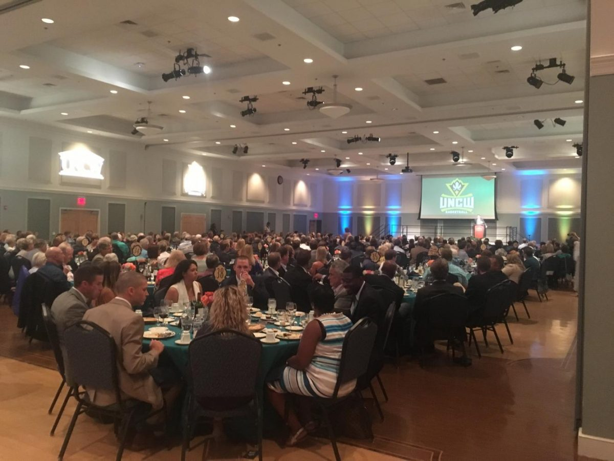 Hundreds+of+fans+and+boosters+of+UNC+Wilmington+Athletics+gathered+in+Burney+Center+during+the+UNCW+basketball+tip-off+dinner+on+Thursday%2C+Sept.+22.+