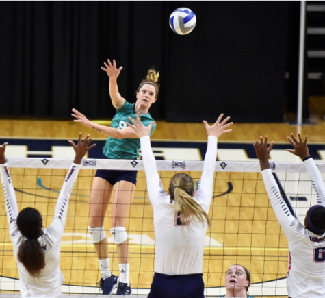 Maddy Kline (9) returns a serve in UNCW's 3-1 win over Liberty on Friday, Sept. 15, 2017.