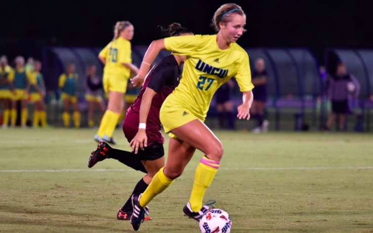 Midfielder Blair Pearce (27) during UNCW's 1-0 win over College of Charleston on Thursday.
