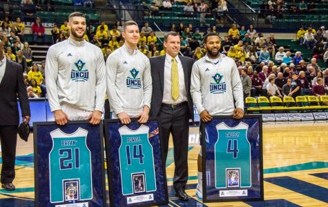 MBB Gallery: Seahawks celebrate senior night