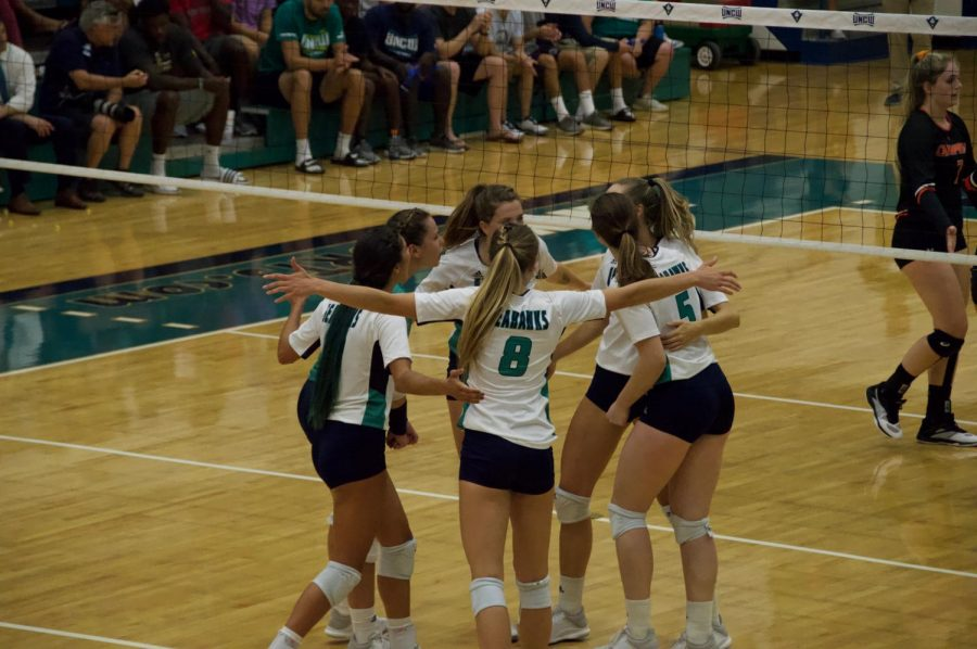 The+UNCW+volleyball+team+celebrates+