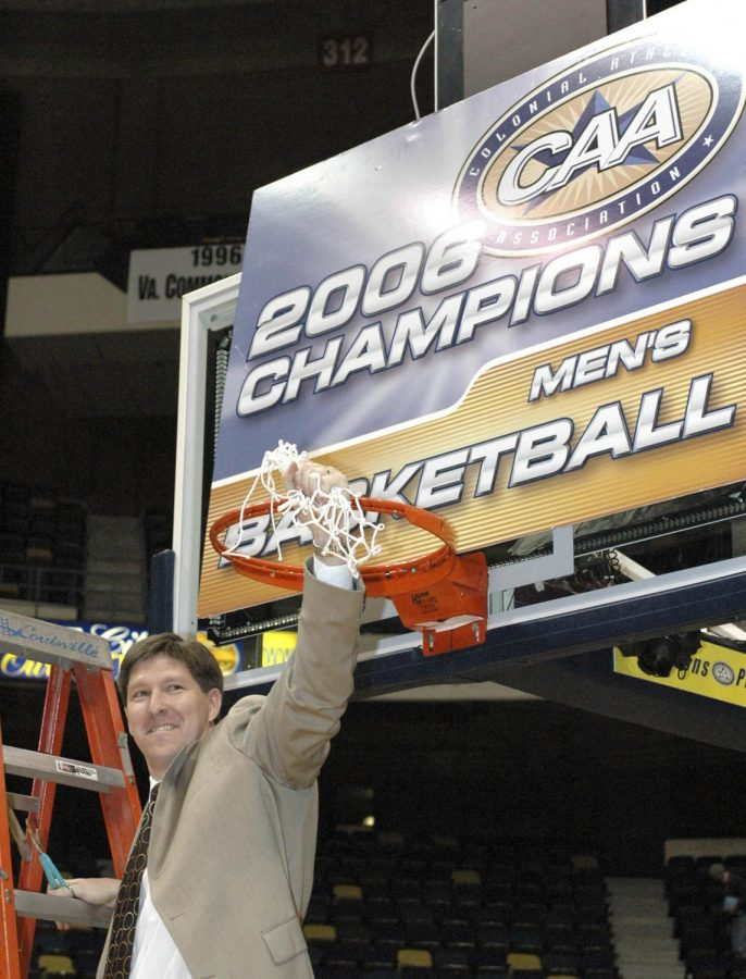 Former+UNCW+coach+Brad+Brownell+cuts+down+the+nets+after+winning+the+2006+CAA+tournament.+It+was+the+second+conference+title+in+Brownell%E2%80%99s+four-year+tenure+in+the+Port+City.