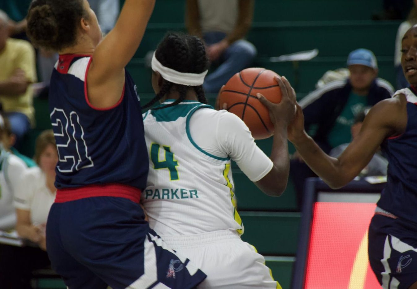 Shrita Parker (4) gets double-teamed by defenders during UNCW's exhibition against Catawba on Oct. 27, 2018.