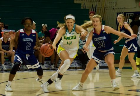 Lacey Suggs (13) attempts to recover a loose ball