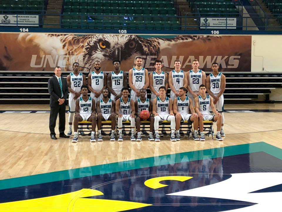 UNCW 2018-19 men's basketball team photo