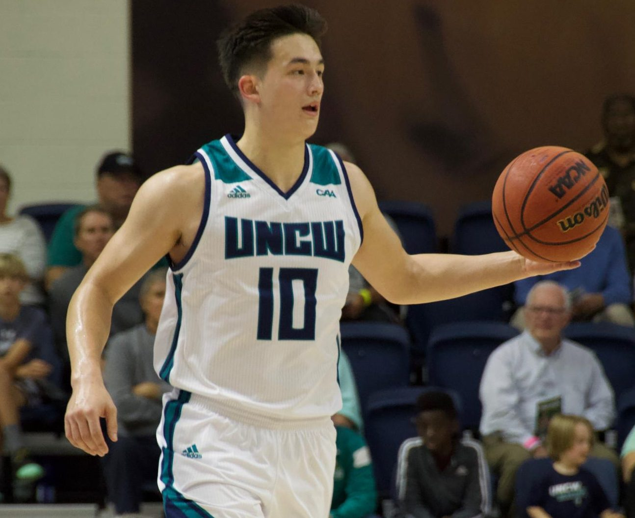Kai Toews (10) dribbles up court during UNCW's Tuesday night game v.s. UNC Greensboro