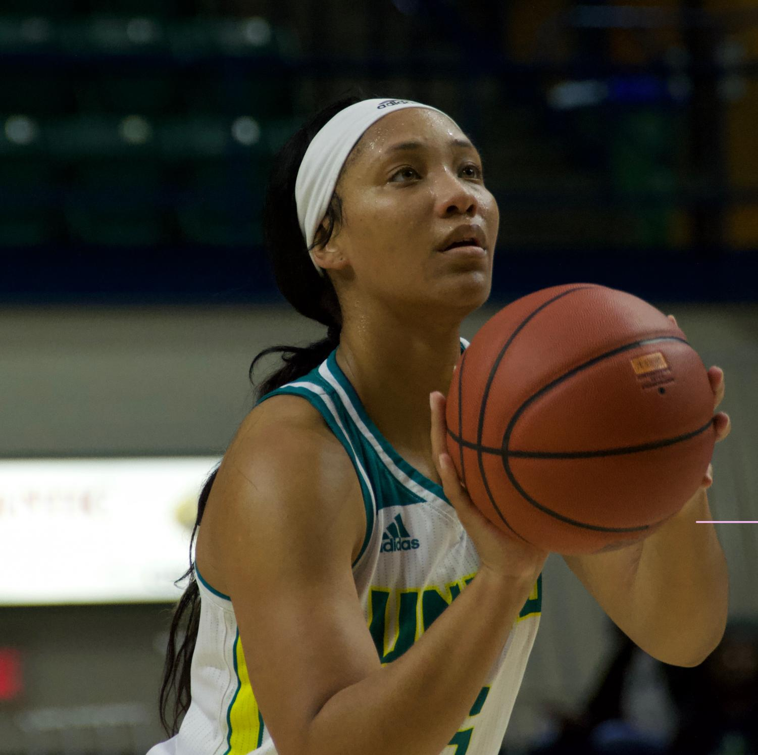 Gigi Smith (5) attempts a free throw during UNCW's Nov. 17, 2018 contest against Grand Canyon