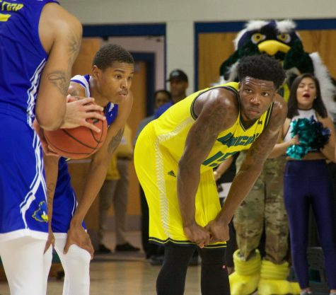 Seahawks look to jump ahead in CAA standings
