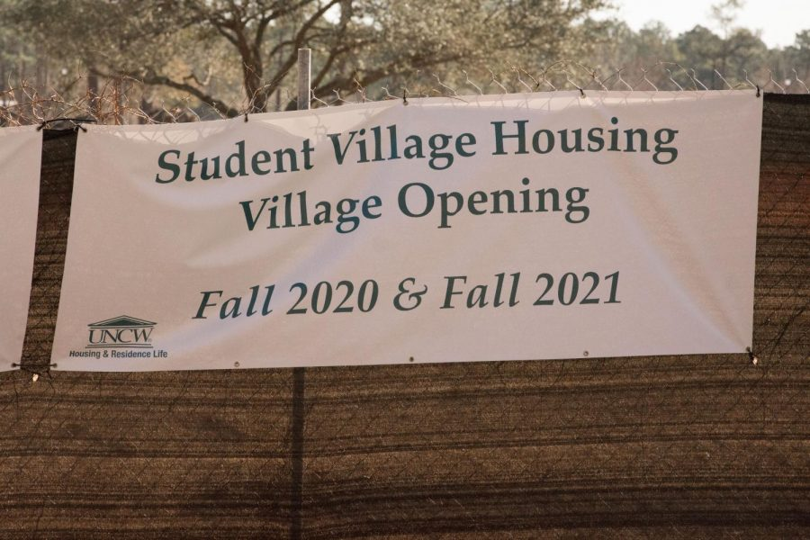 A banner signifying the location of new residence halls to be built for UNCW students.