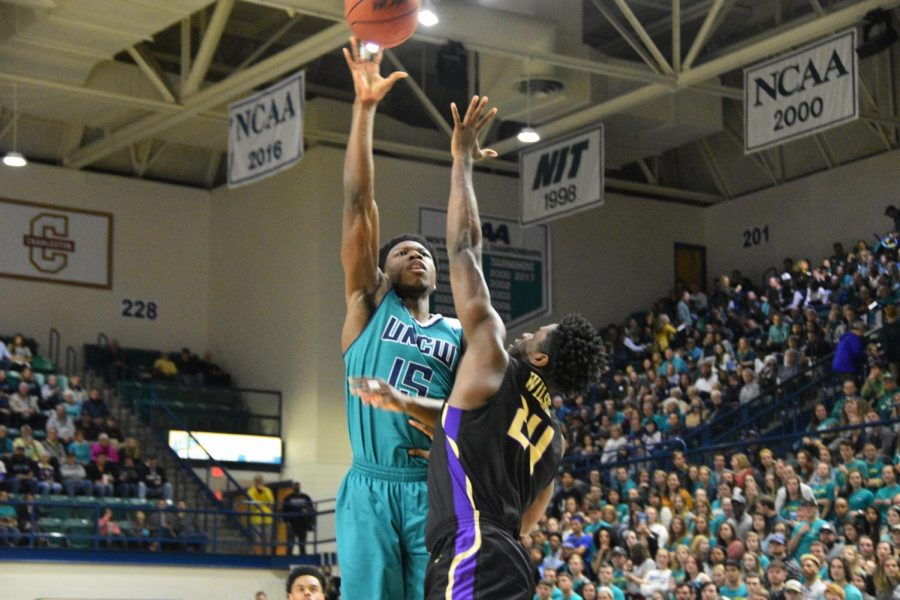 Devontae+Cacok+%2815%29+hits+a+hook+shot+during+UNCW%27s+Homecoming+matchup+against+James+Madison+on+Feb.+2%2C+2019.