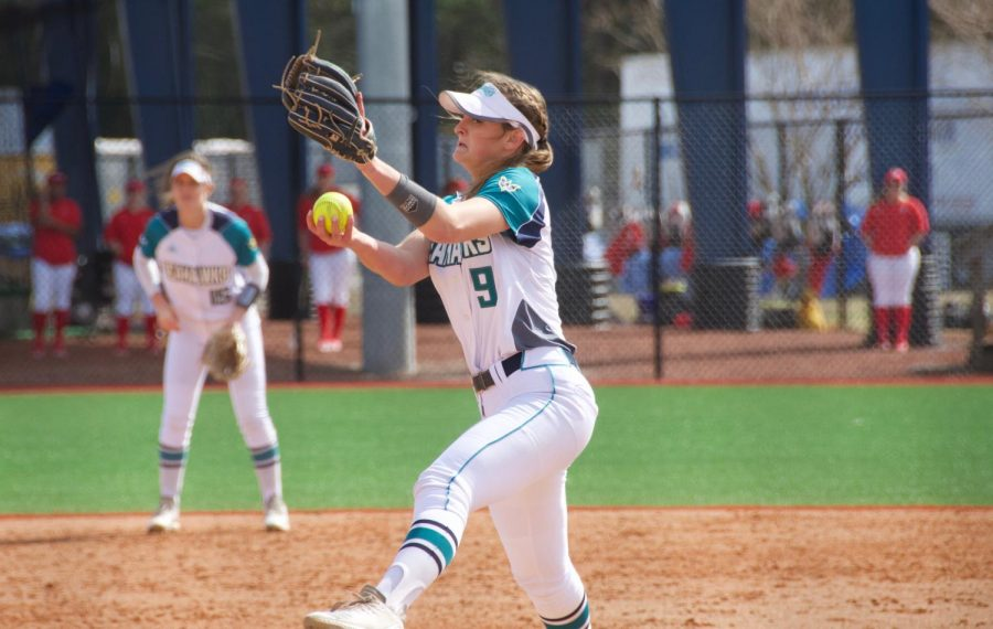 Janel+Gamache+%289%29+throws+a+pitch+during+UNCW%27s+matchup+with+Howard+in+the+Fairfield+Inn+%26+Suites+Seahawk+Softball+Bash+on+Feb.+15%2C+2019.