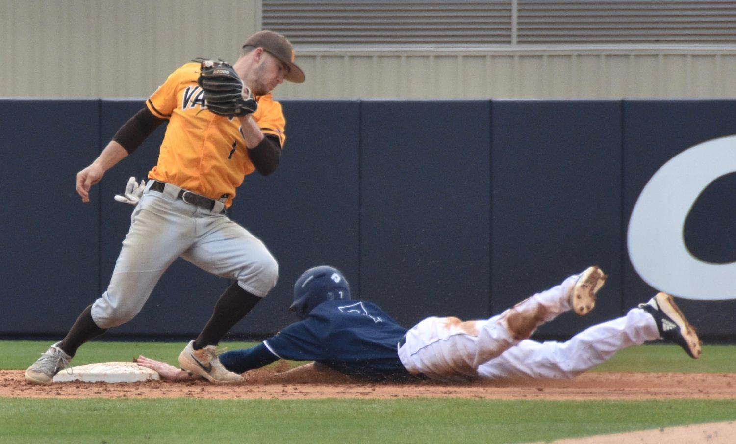 Jackson Meadows (7) steals second during UNCW's matchup against Valparaiso at Brooks Field on March 3, 2019.