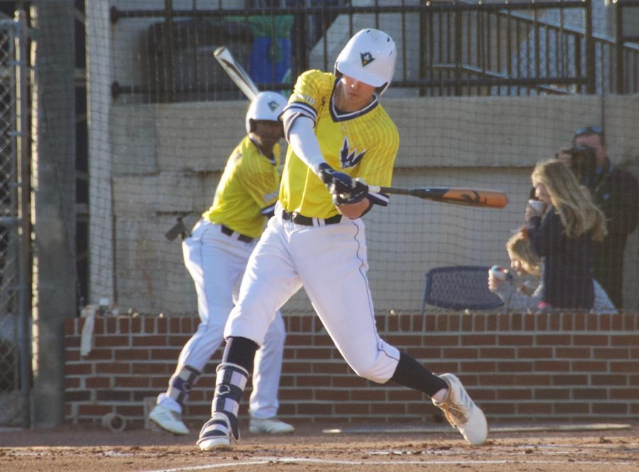 Brooks Baldwin (10) during UNCW's matchup against Coastal Carolina at Brooks Field on March 26, 2019.