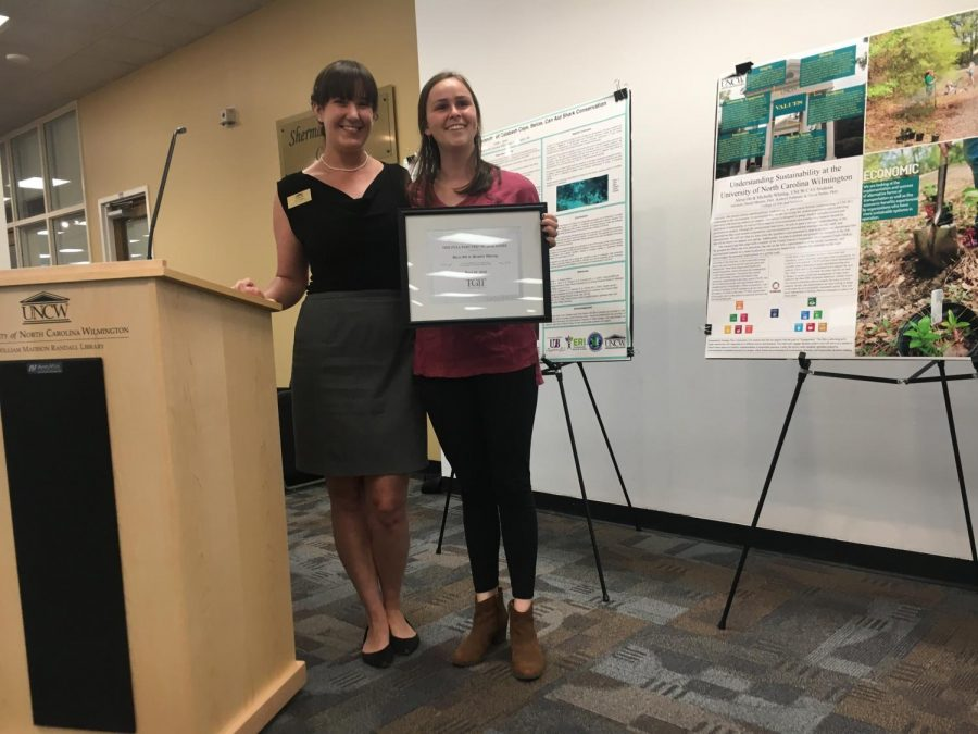 From+left+to+right%3A+Kathryn+Pohlman%2C+Environmental+Health+Safety+Sustainability+Captain%2C+and+Alexis+Otts%2C+psychology+major+who+was+awarded+for+her+work+on+her+sustainability+project.