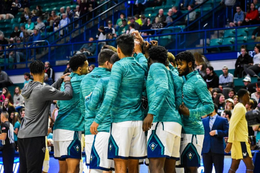 UNCW+huddles+up+before+its+matchup+with+N.C.+Wesleyan+on+Nov.+19%2C+2019.+