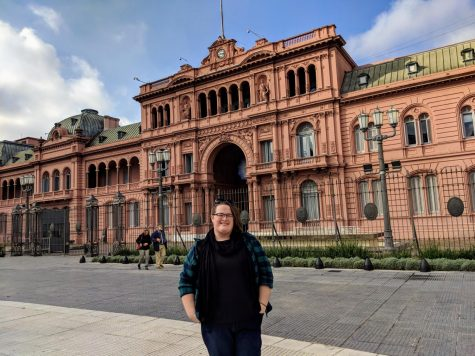 Seahawk News Editor Caitlyn Dark poses in front of Casa Rosada in Buenos Aires, Argentina, while on a study abroad trip in May 2019.