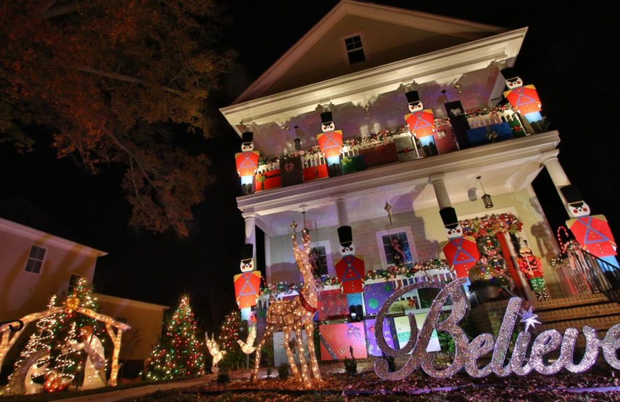 A+home+decorated+for+the+annual+McAdenville+Lights.