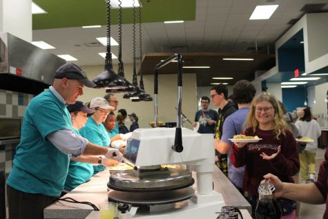 Students wait in line at Late Night Breakfast event for Homecoming 2020. Photo by Hollis Andrews.