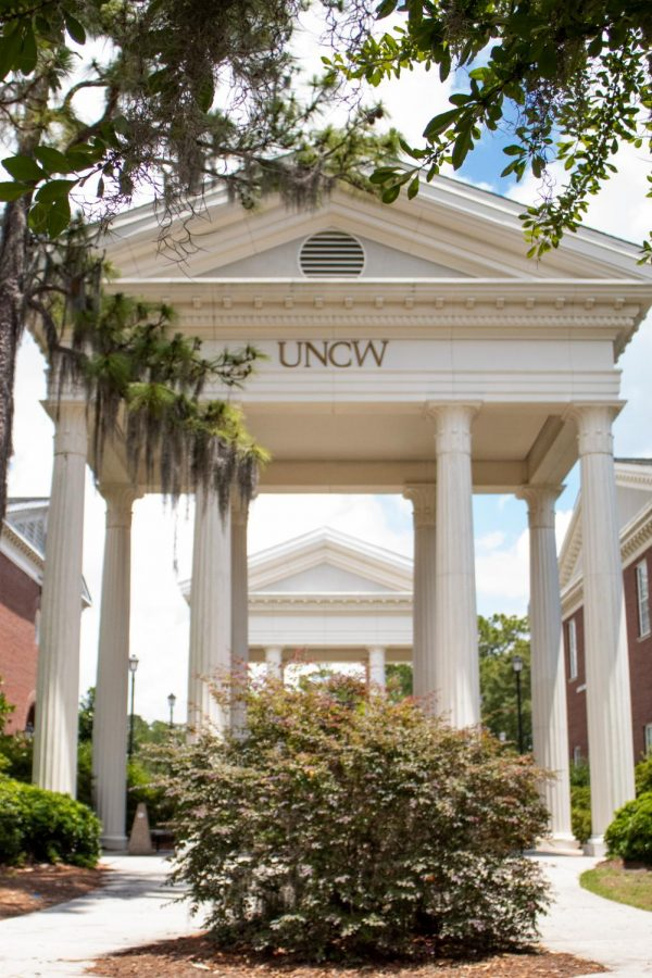 UNCW+columns+between+Leutze+and+Morton+Hall.++