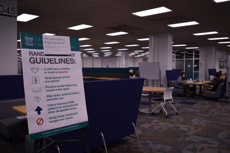 COVID guidelines in Randall Library.