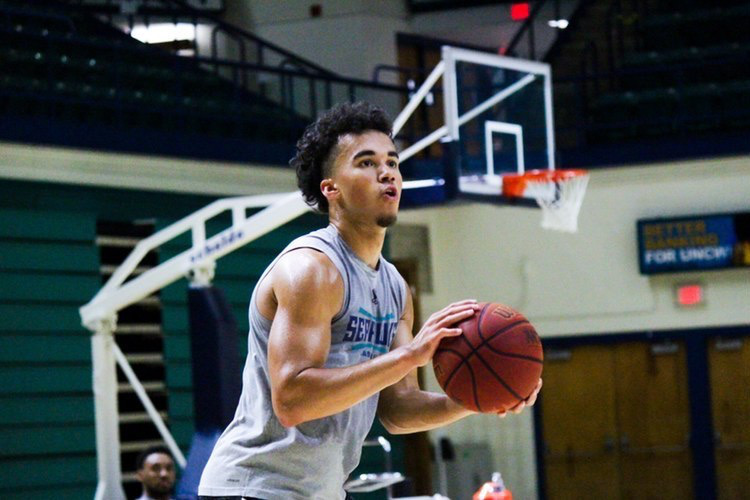 Alec Oglesby during a UNCW men's basketball practice.