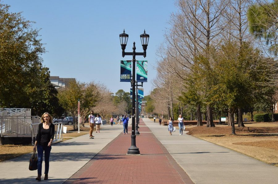 Students head to class on Chancellors Walk.